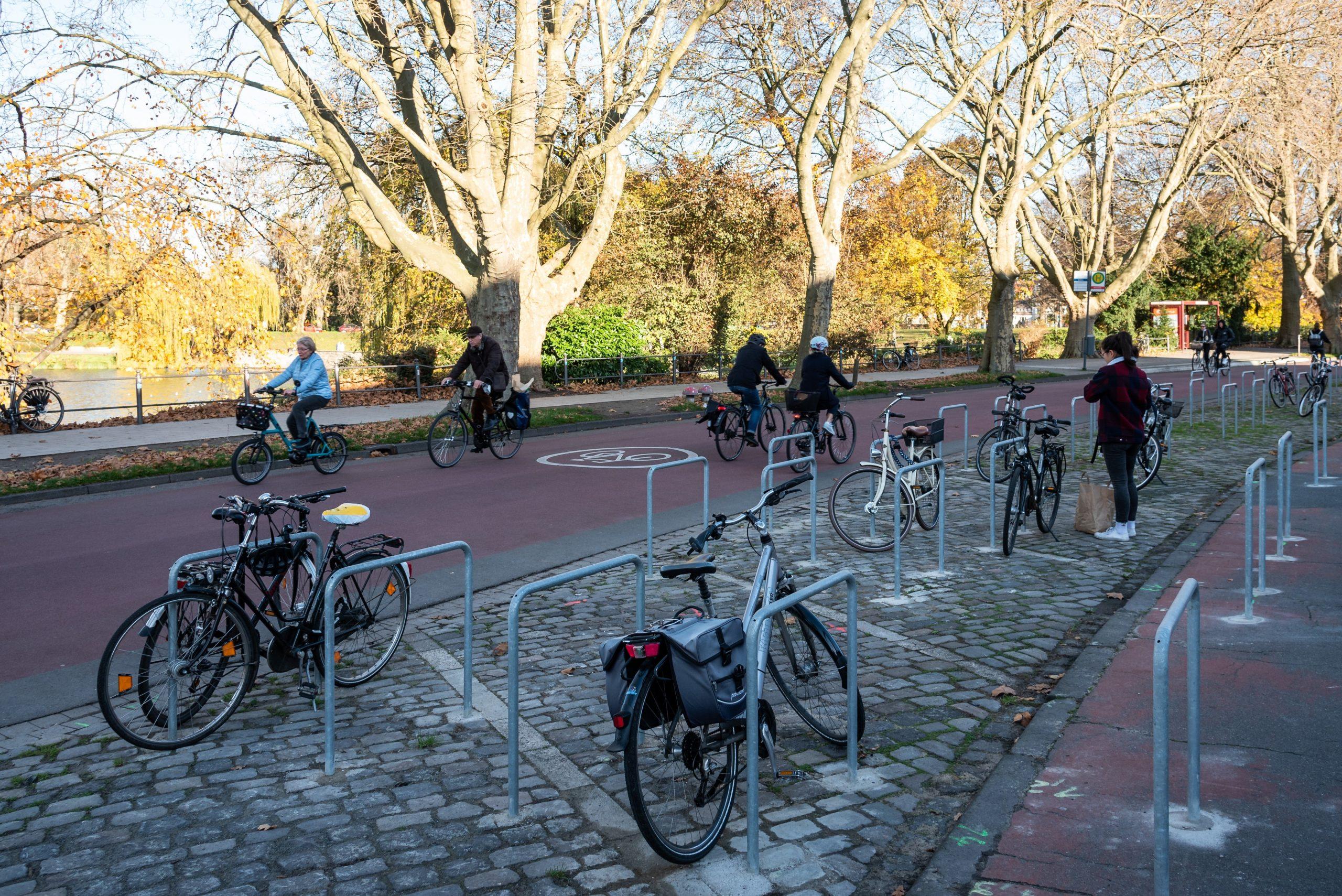 "Bismarckallee ist jetzt ""Fahrradstraße 2.0"""