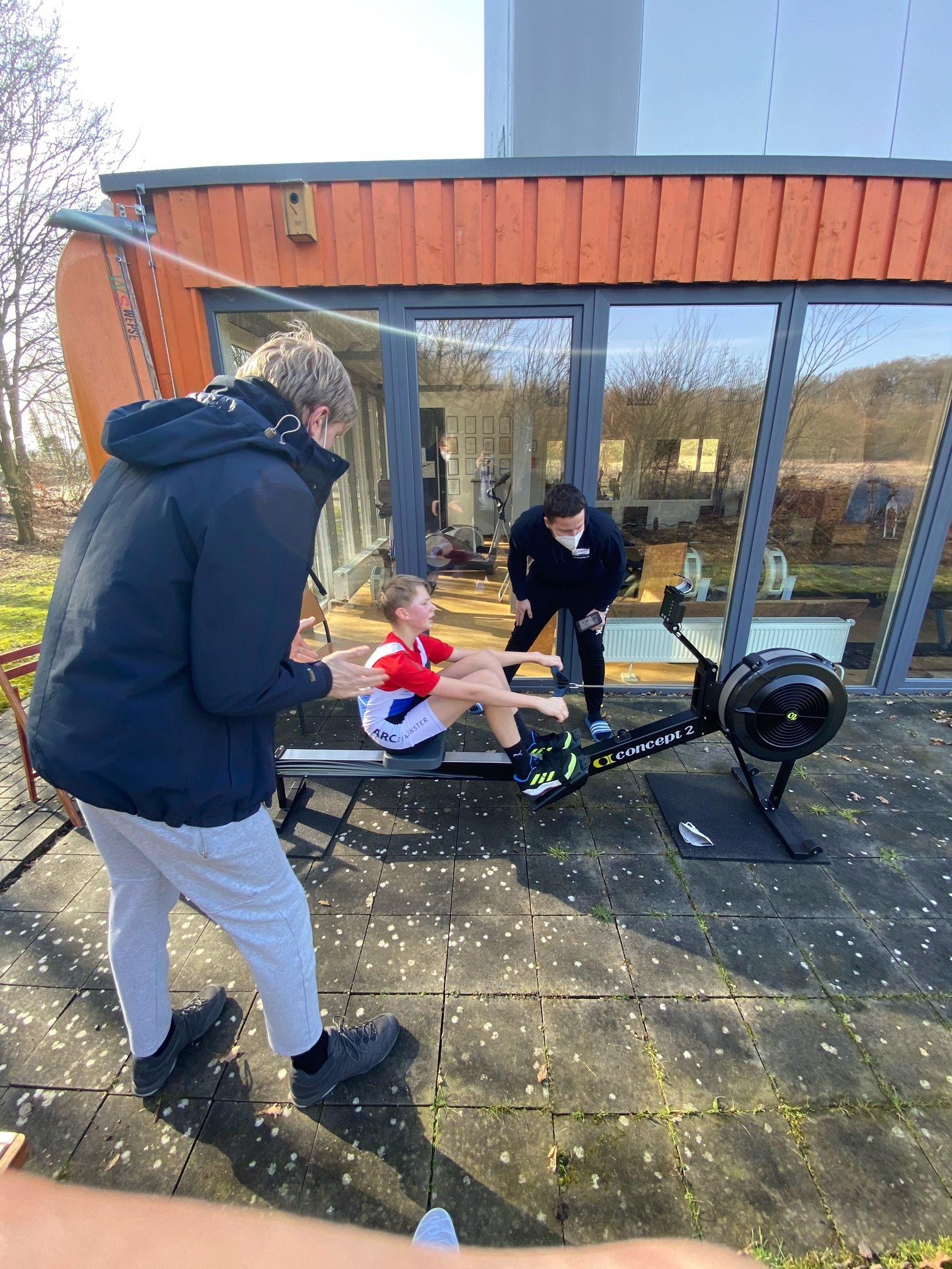 Linus Böckenholt mit Trainer 2